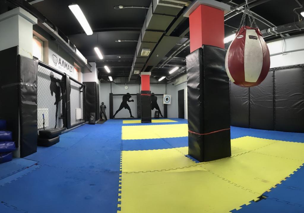 Синий зал - клуб единоборств Алмаз Приморский район.